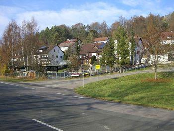 Südwestanfahrt von Artelshofen: Der Einstieg in Artelshofen.