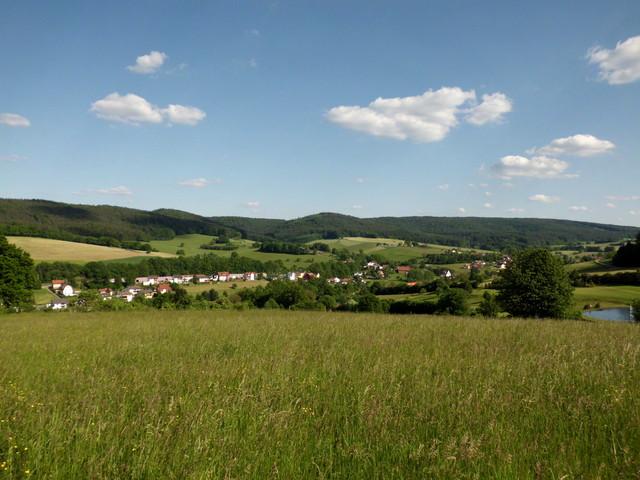 Hetzbach und der Krähberg im Hintergrund