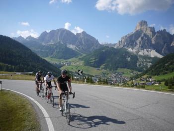 quäldich-Reisen. Einfach Pässe fahren. Auf deinem Niveau. Entspannt, ausdauernd, sportiv!  __x[https://rennradreisen.quaeldich.de/]