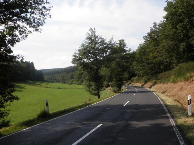 im unteren Abschnitt der Ostauffahrt von Burgjoß