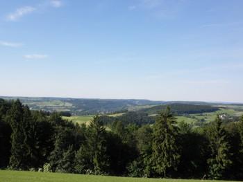 """über der """"Baumgrenze"""" freie Sicht über den Frankenwald"""