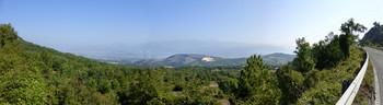 Auffahrt Rocca di Cambio mit Blick nach L'Aquila und zum Gran Sasso