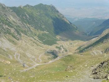 Blick vom Aussichtspunkt an der Nordseite des Scheiteltunnels auf die Nordanfahrt