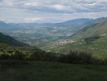 Blick zurück auf die Nordauffahrt von San Tammso