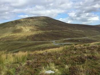 Blick von oben (Abstecher zum Turlough Hill) auf die Wicklow Gap.