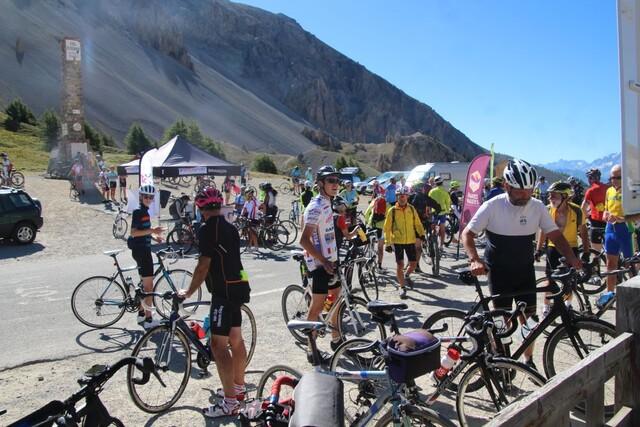 und jede Menge Radfahrer am Pass.