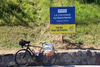 und das Passchild mit dem Vereis auf die Tour de France.